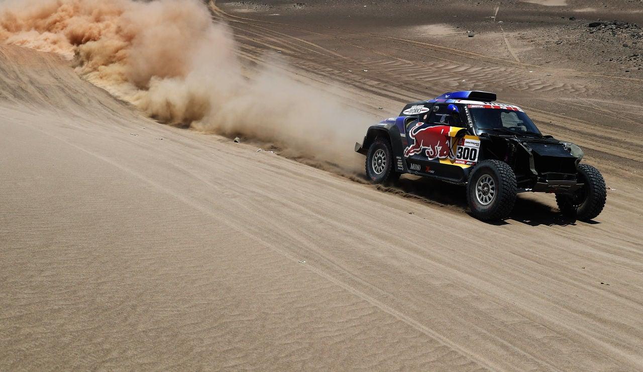 Al-Attiyah gana la segunda etapa y Carlos Sainz cede el liderato del Rally Dakar a Peterhansel