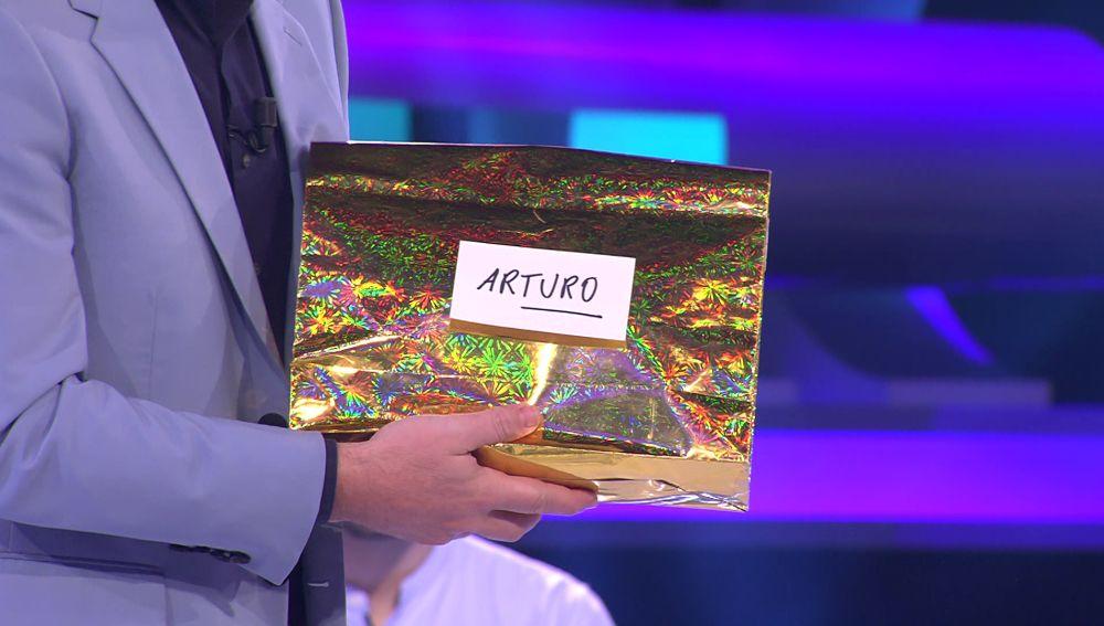 """La """"fantasía"""" de regalo que Arturo Valls recibe por el amigo invisible"""