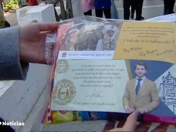 Polémica en Córdoba por una bolsa de caramelos donde aparece el alcalde la ciudad junto a los tres Reyes Magos