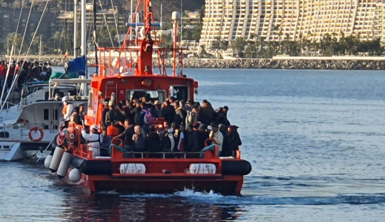 70 inmigrantes localizados a bordo de una lancha neumática frente a Fuerteventura