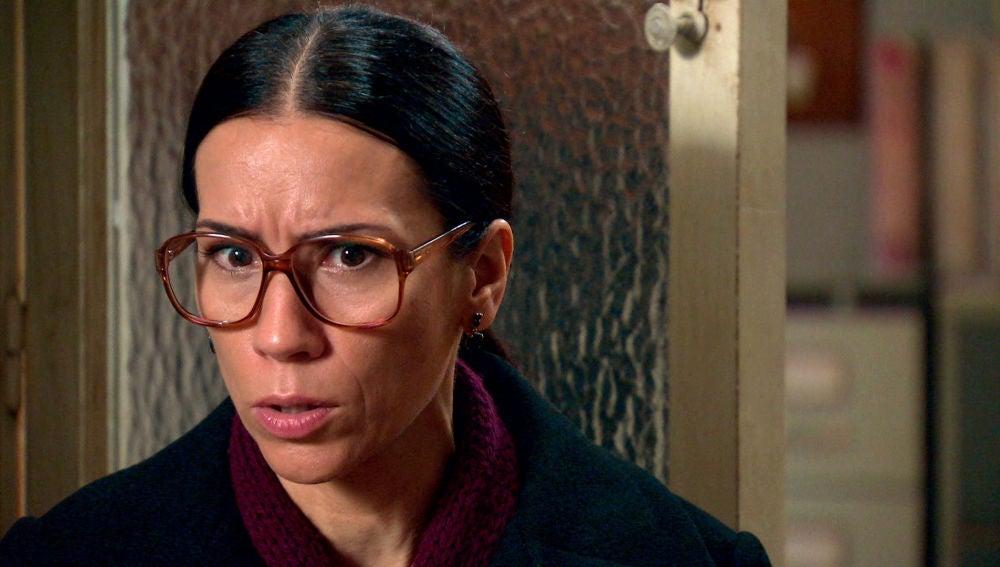 """Manolita acude a ver a Cristina con gran desesperación, impotencia y enfado, tras su primer día de trabajo en casa de Martín-Cuesta: """"Ya le he puesto cara al asesino de mi hija"""" Manolita le cuenta a Cristina lo vivido, su conversación con Beltrán y las sospechosas palabras que el Coronel ha tenido con ella acerca de su familia y de la muerte de Marisol. Cristina le da la razón a Manolita en su desconcierto: """"es cómplice"""". Llena de verdad y de desesperación, Manolita no se piensa rendir hasta destapar la mentira que Beltrán orquestó con su hijo Tito: """"No voy a parar hasta poder acusarlos"""""""