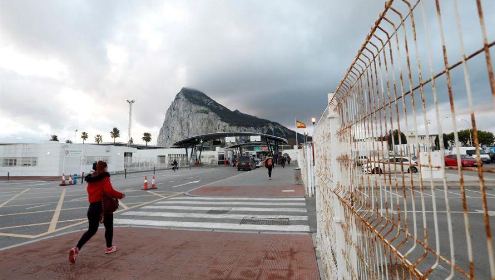 A3 Noticias 1 (04-01-21) Primer día laboral y prueba de fuego para los trabajadores de Gibraltar tras oficializarse el Brexit