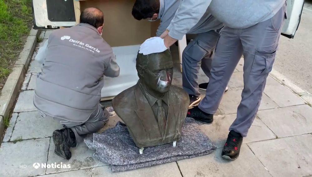 El alcalde de Cádiz retira, sin previo aviso, un busto de don Juan Carlos I de una plaza de la ciudad