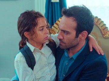 Demir amenaza a Öykü tratando de evitar que le delate ante Candam