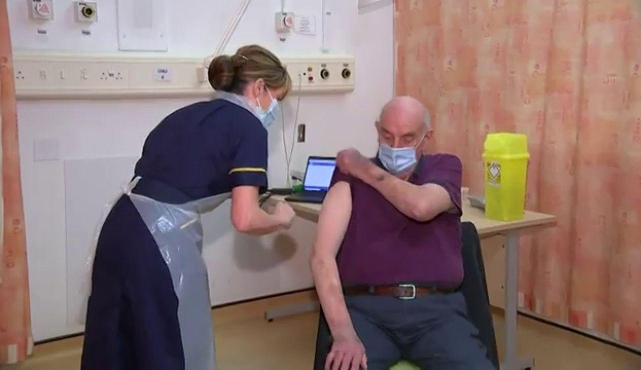 Reino Unido comienza a vacunar con la vacuna de Oxford contra el coronavirus