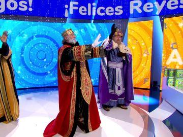 ¡Tablets y roscón! Los Reyes Magos llegan a 'Pasapalabra' cargaditos de regalos