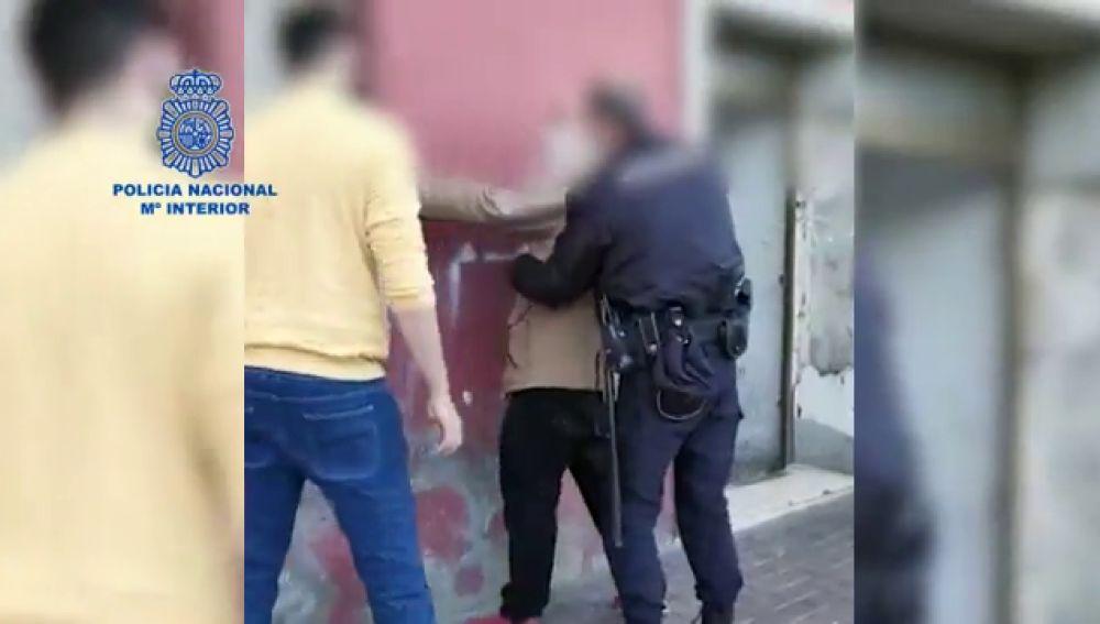 La policía detiene a los presuntos atracadores de una gasolinera en Murcia que amenazaron al empleado con una pistola