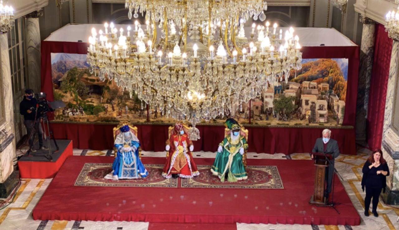 Aglomeraciones en la cabalga de los Reyes Magos de Valencia que debía ser sin público