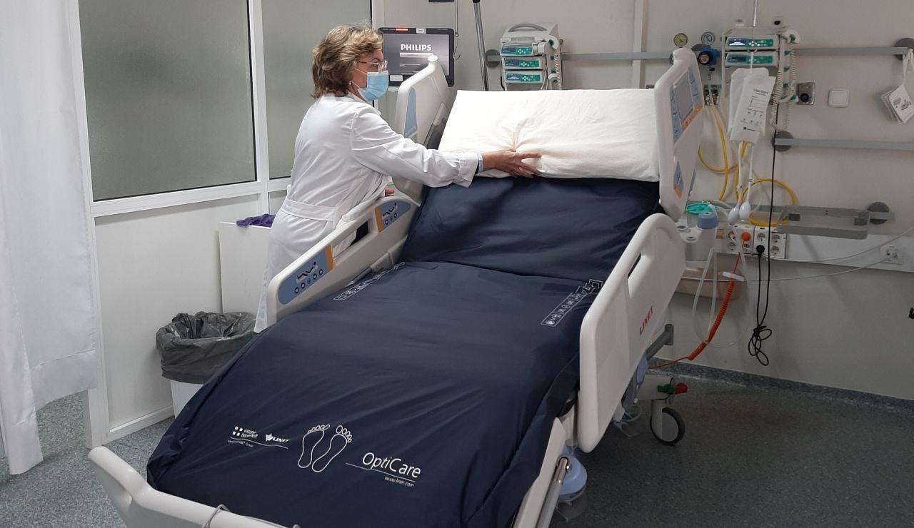 Bajan ligeramente las hospitalizaciones y los ingresos en UCI por coronavirus en España