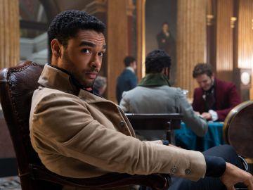 Regé-Jean Page como Simon Basset, el duque de Hastings, en 'Los Bridgerton'