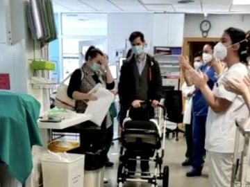 Un bebé abandona el hospital tras 70 días en la UCI por coronavirus