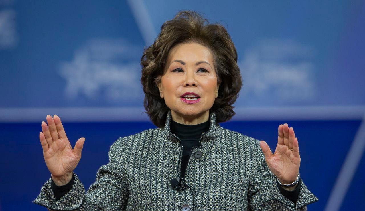 La secretaria de Transporte de EE.UU., Elaine Chao