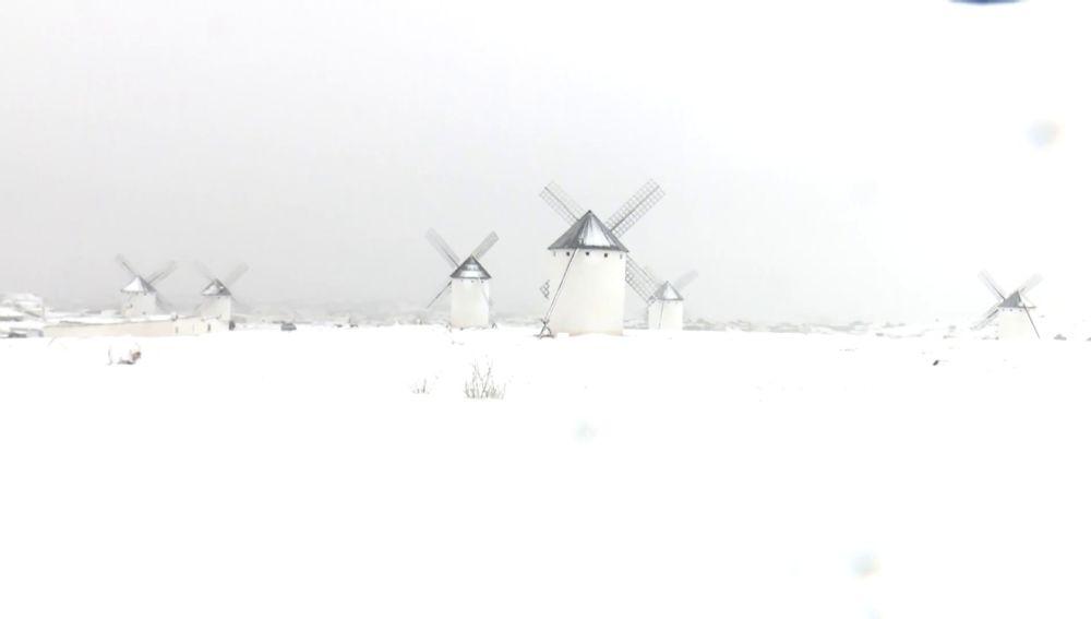 El Gobierno despliega todos los medios disponibles en infraestructuras para hacer frente al temporal de nieve