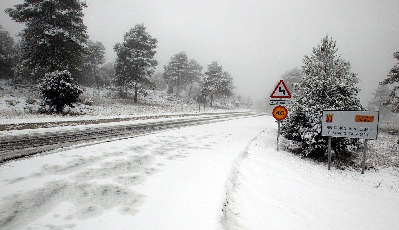 Nieve en España y carreteras cortadas en Cataluña, Madrid, Andalucía, Castilla - La Mancha y País Vasco: última hora del temporal Filomena hoy, en directo