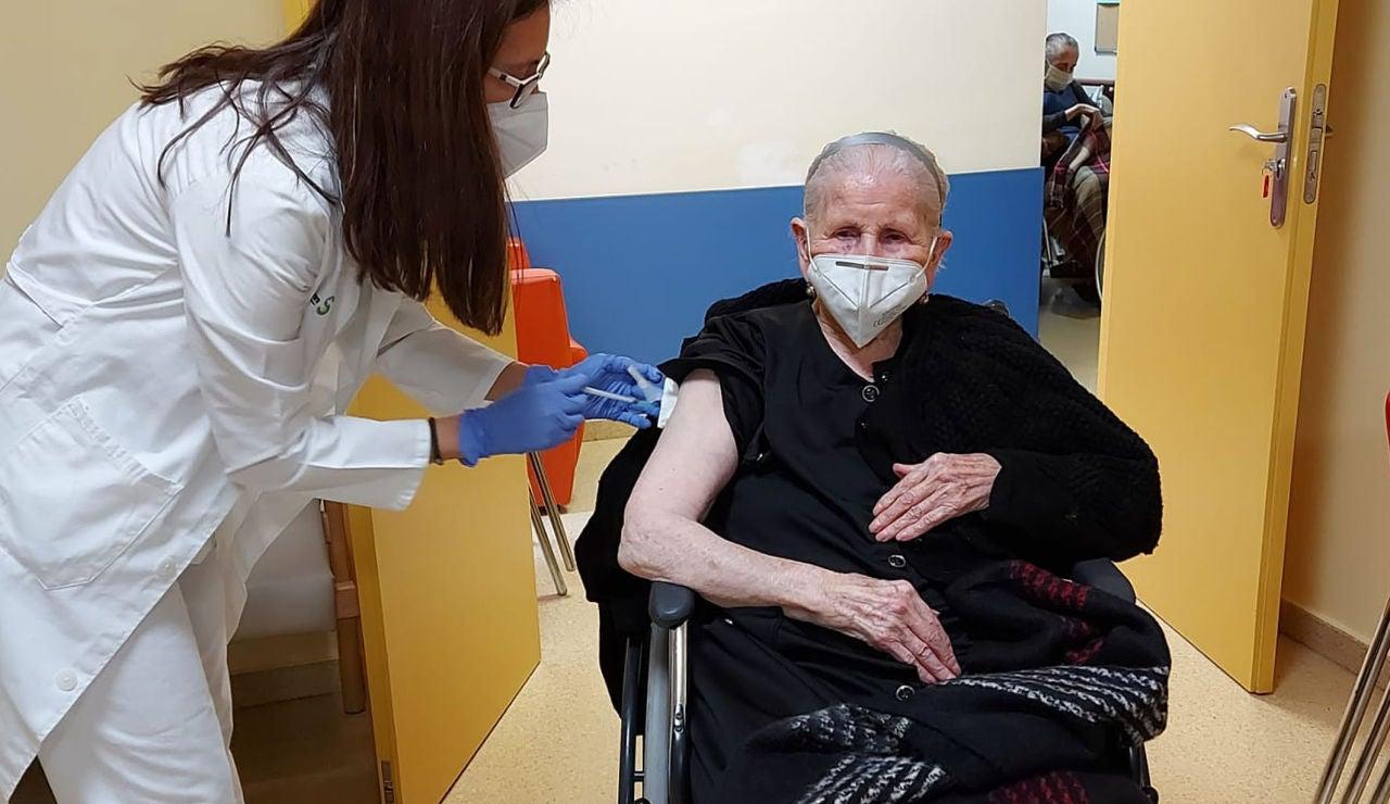 El plan de vacunación regional llega a la residencia de mayores de Argamasilla de Alba