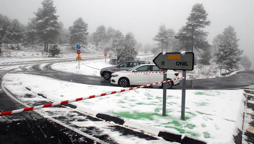 Decenas de carreteras cortadas debido al fuerte temporal de nieve en gran parte de la península