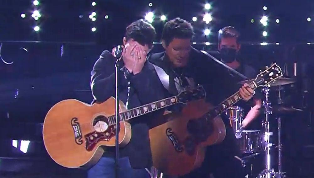 Daniel Oviedo, de Gemeliers, estalla en lágrimas tras su actuación como Alejandro Sanz en la final de 'Tu cara me suena'