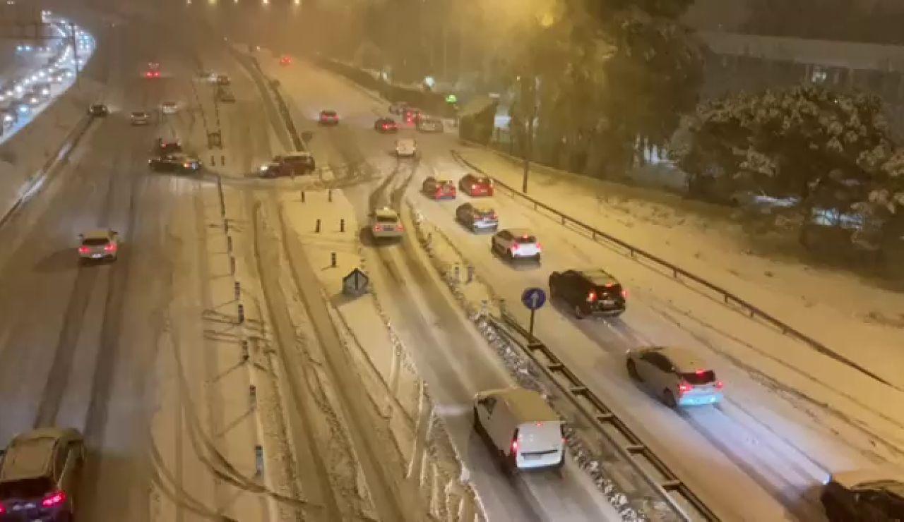 El temporal Filomena deja una nevada histórica en Madrid y seis provincias en alerta máxima