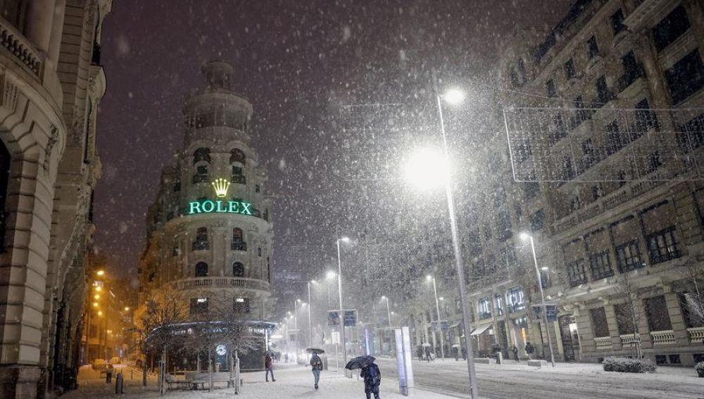 La nieve colapsa Madrid y cierra Barajas