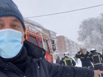 Roberto Brasero acompaña a los Bomberos en las intervenciones por el temporal Filomena en Madrid