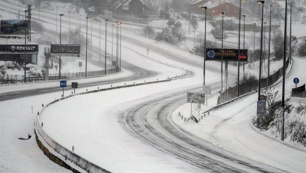 El temporal Filomena mantiene a 10 provincias en alerta roja y colapsa Madrid con 60 centímetros de nieve