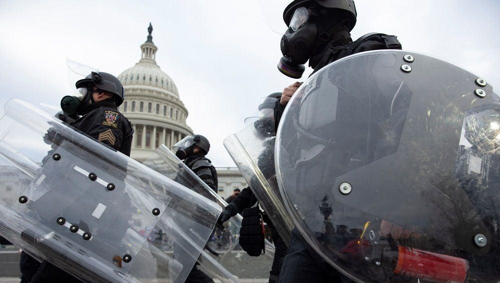 Agentes de la Policía de EEUU en el día del asalto al Capitolio
