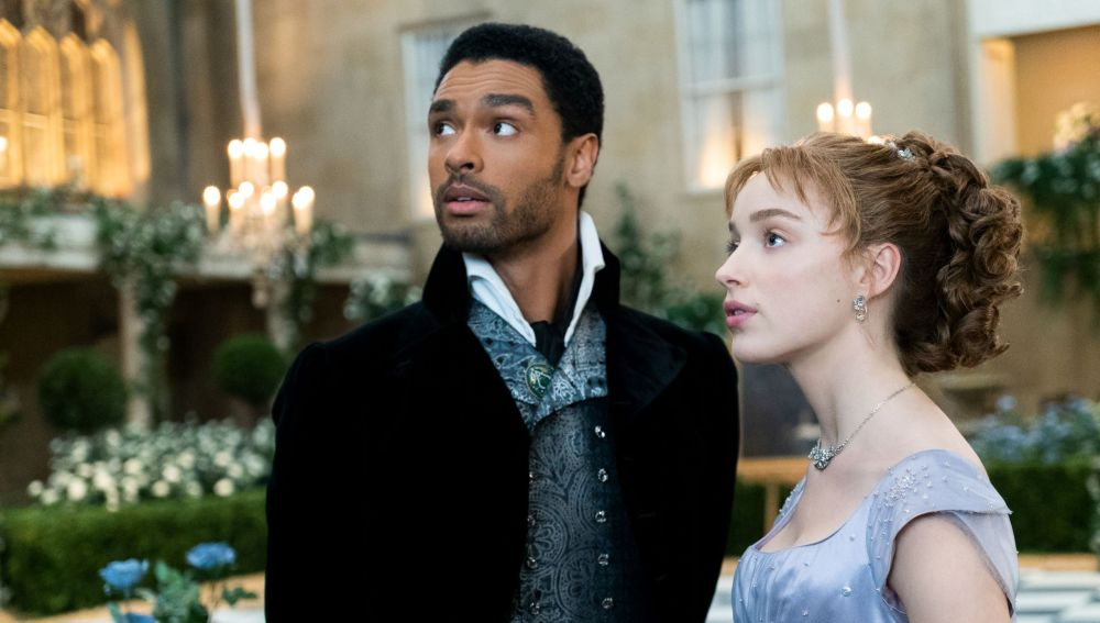 Regé-Jean Page y Phoebe Dynevor como Simon y Daphne en 'Los Bridgerton'