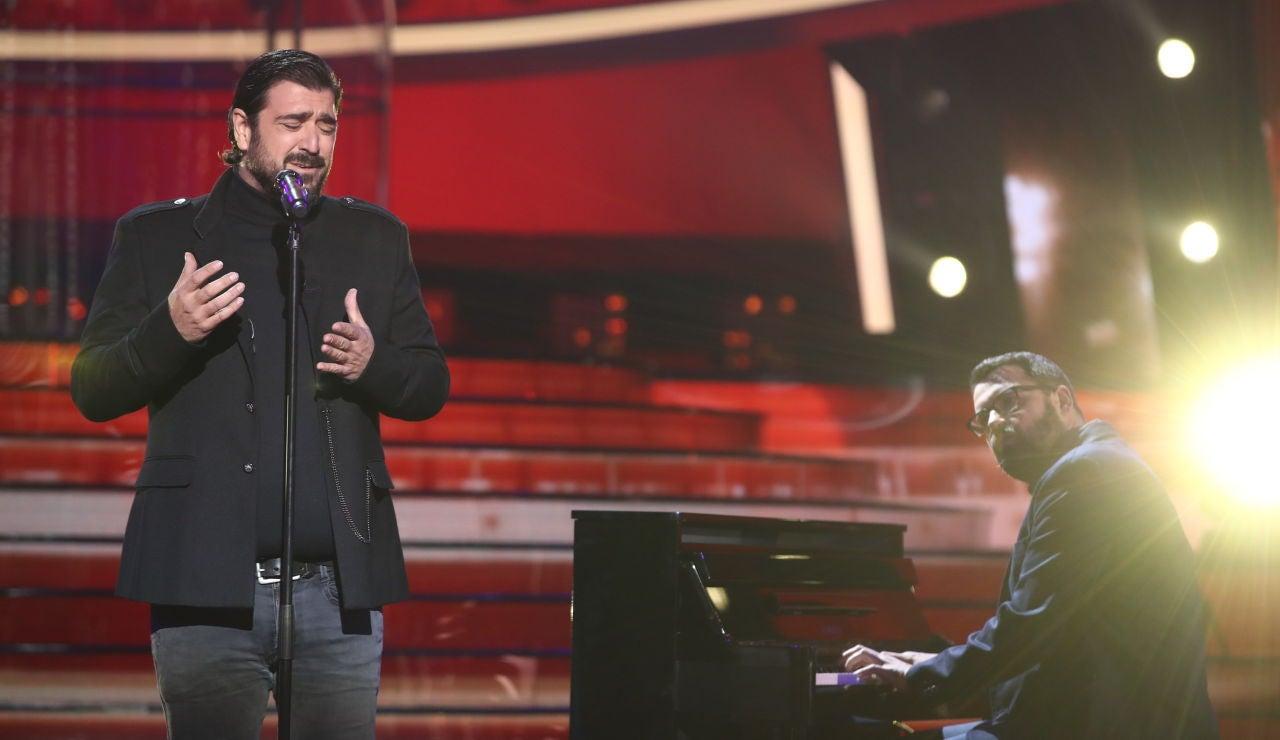 Antonio Orozco emociona con 'Entre Sobras y Sobras Me Faltas' en la Gran Final de 'Tu cara me suena'