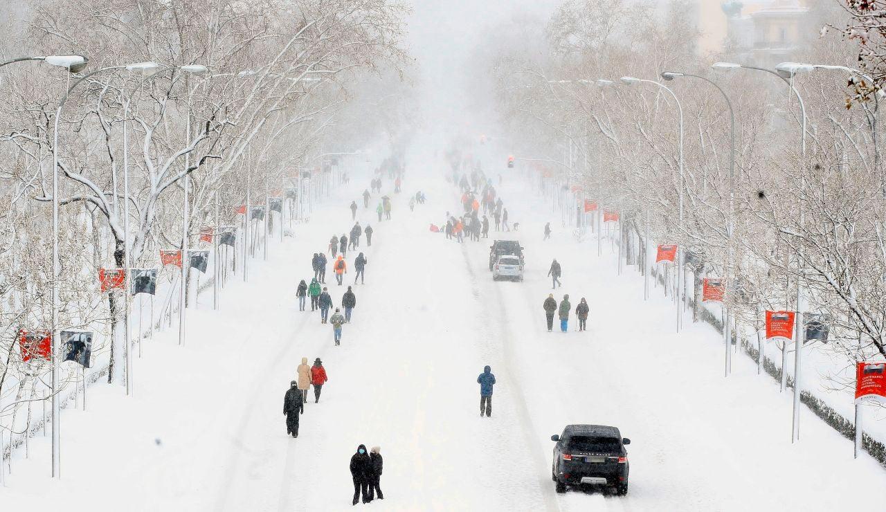 El Paseo de la Castellana de Madrid, cubierto por la nieve