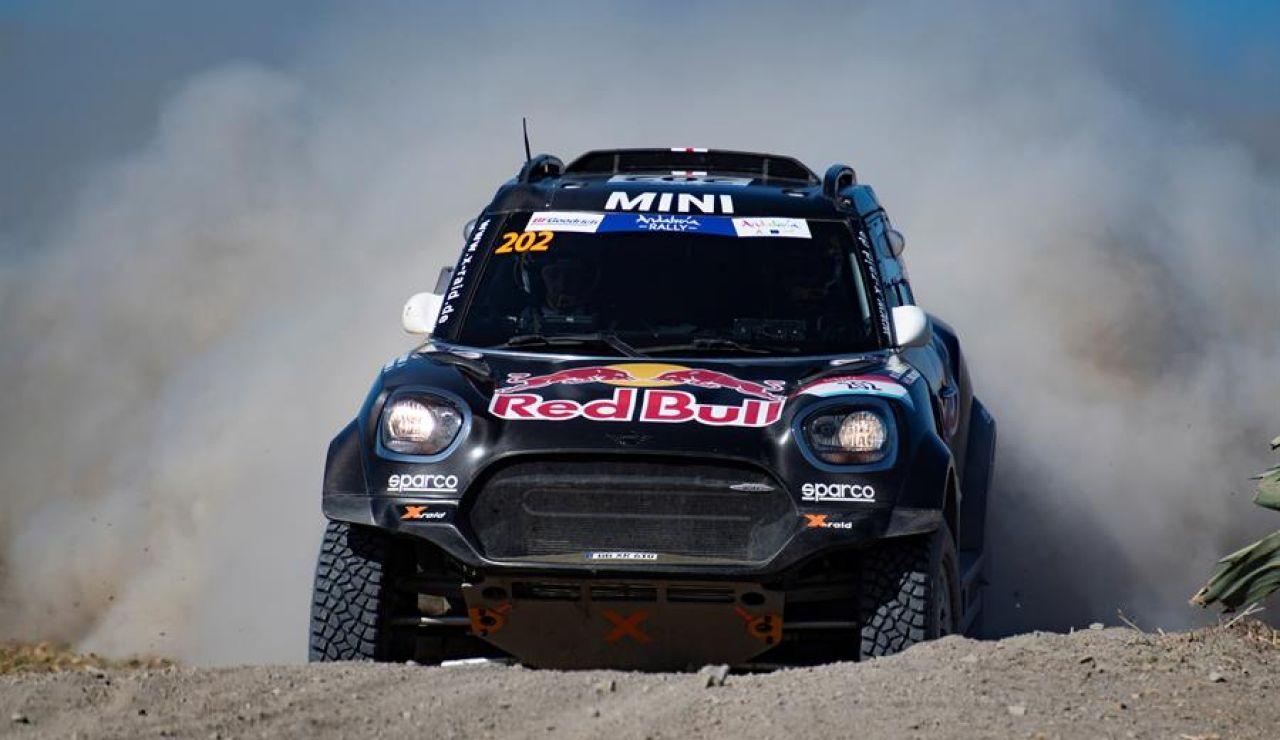 Al Rajhi gana a Peterhansel por 48 segundos y Carlos Sainz resiste en el Rally Dakar
