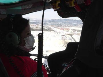Isabel Díaz Ayuso sobrevuela en helicóptero la Comunidad de Madrid para comprobar los efectos del temporal Filomena