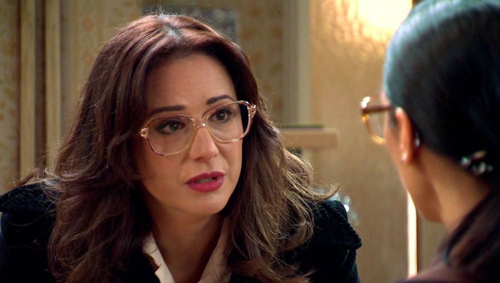 Cristina trata de frenar la terrible Nochevieja de los Gómez