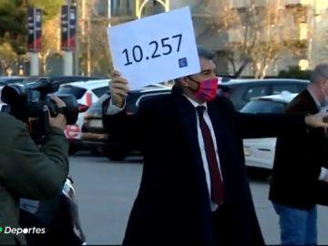 Joan Laporta entrega 10.257 firmas y Víctor Font 4.710 para presentarse a las elecciones del Barcelona