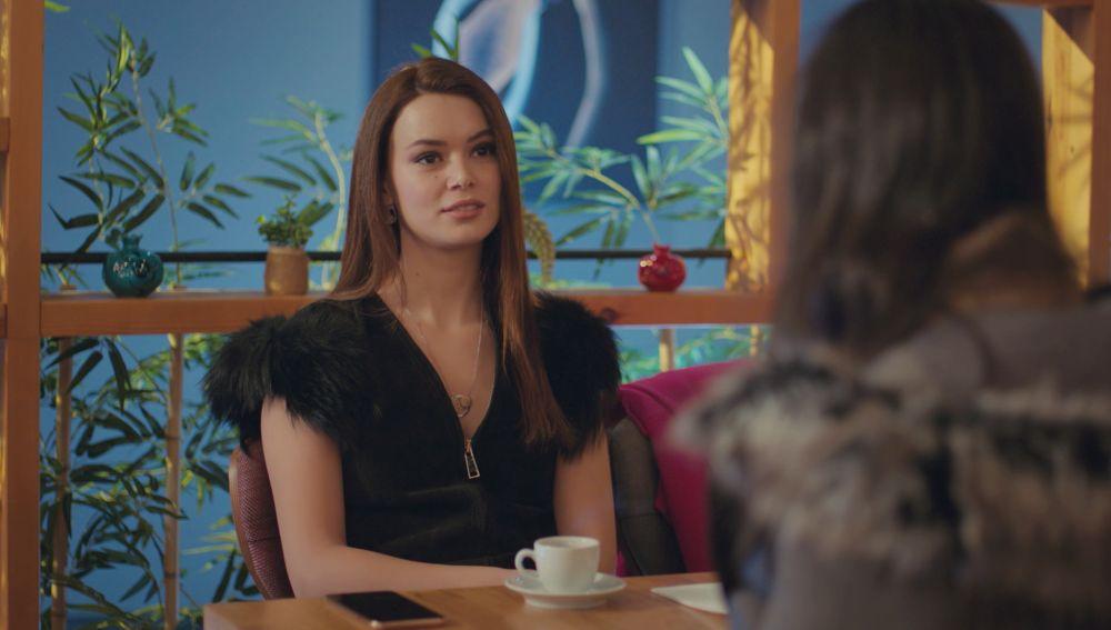 Sirin trata de recuperar sus fotos íntimas con Sarp: ¿convencerá a Piril?