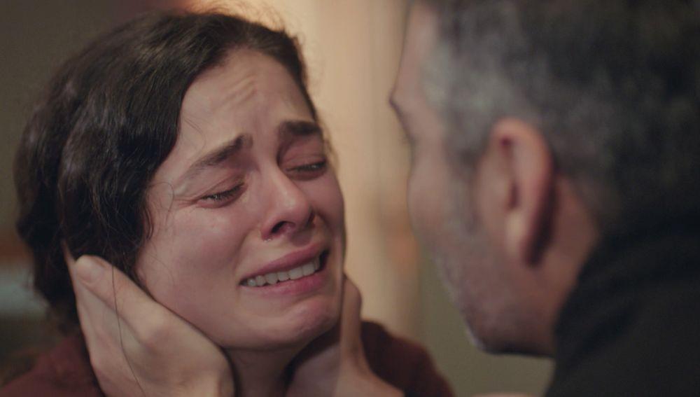 """Bahar, desesperada al ver que Sarp tiene que marcharse: """"Si te vas, me volveré loca"""""""