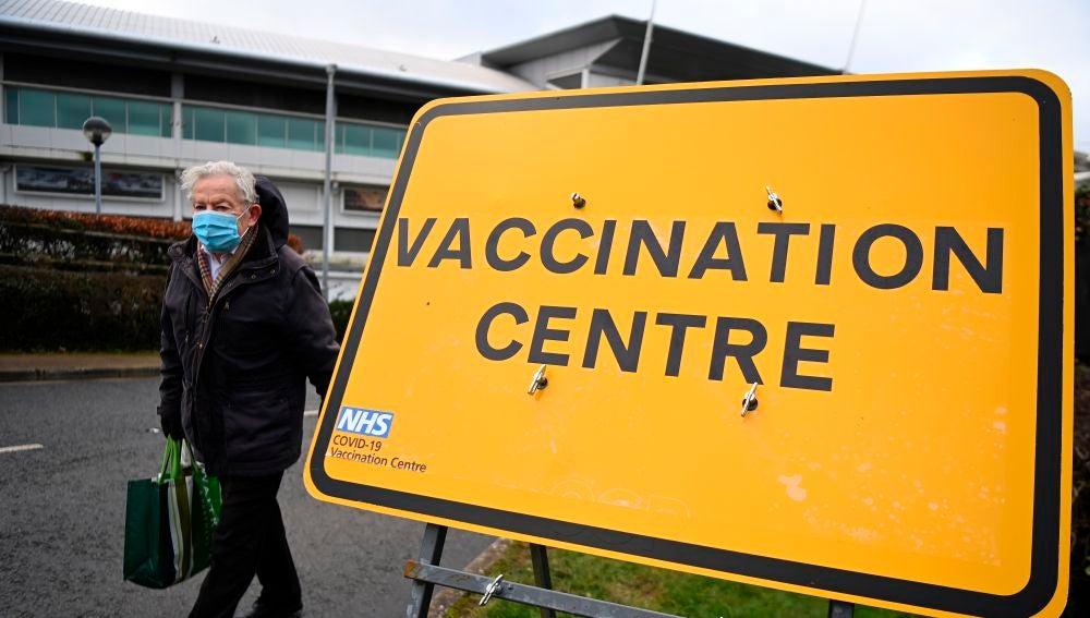 Un centro de vacunación en Reino Unido