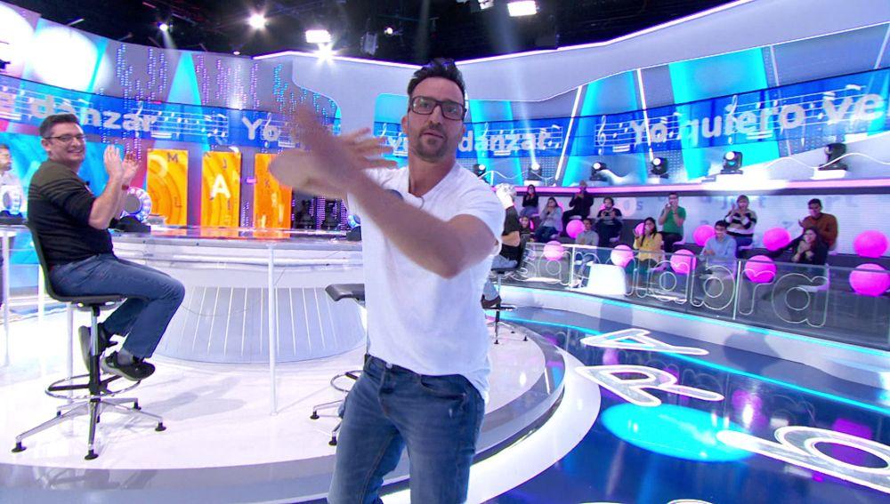 """Roberto Leal se queda """"solo"""" mientras Pablo Puyol danza en 'La Pista'"""