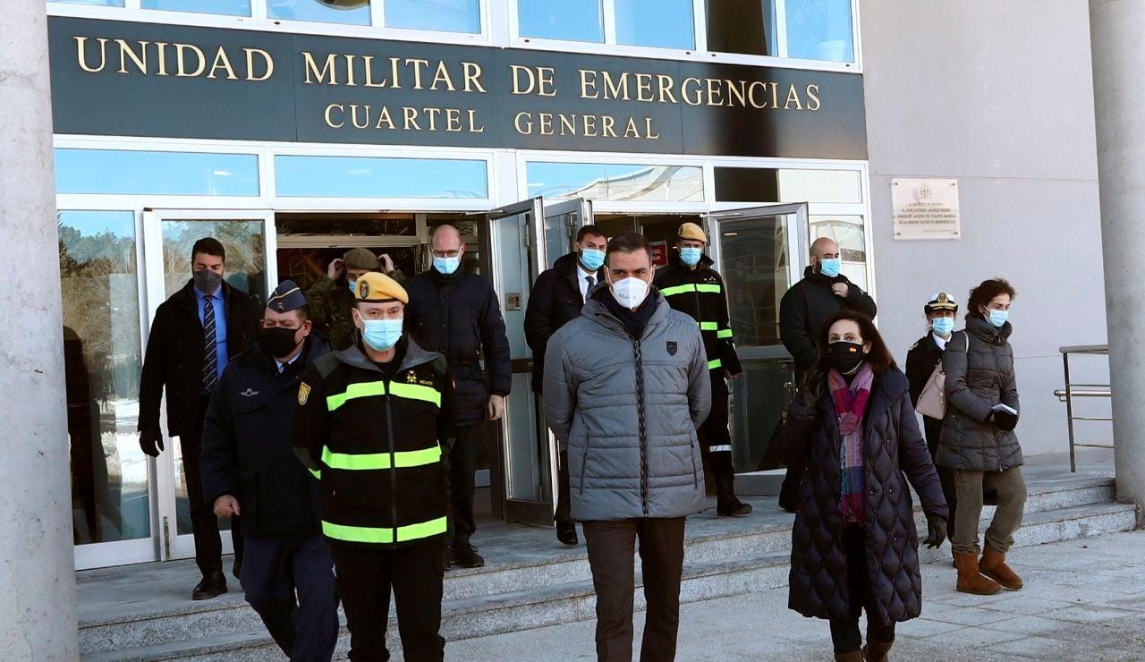 Pedro Sánchez  y Margarita Robles visitan la base de la UME en Torrejón de Ardoz