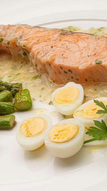 Receta de salmón en salsa verde, de Karlos Arguiñano