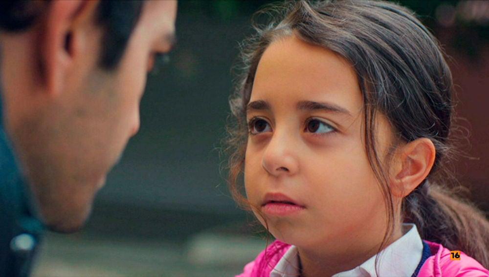 Öykü, a punto de confesar a Demir su secreto