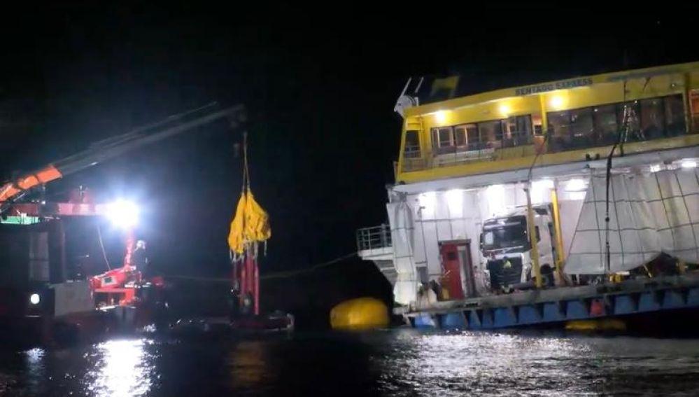Así han logrado rescatar el buque de Fred Olsen encallado en Agaete en Gran Canaria