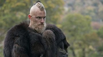 Alexander Ludwig como Bjorn Piel de Hierro