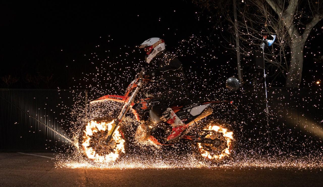 Motos en llamas, así ha sido la peligrosa exhibición de 'El Hormiguero 3.0'