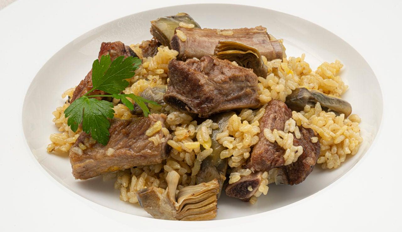 Receta de arroz con costilla de cerdo y alcachofas, de Karlos Arguiñano