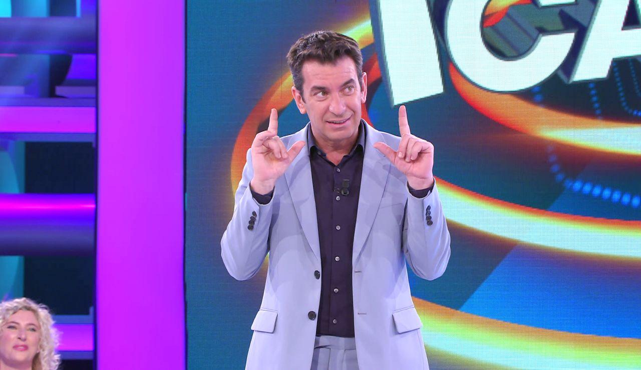 Arturo Valls rompe por primera vez las reglas de '¡Ahora caigo!' para ayudar a los concursantes