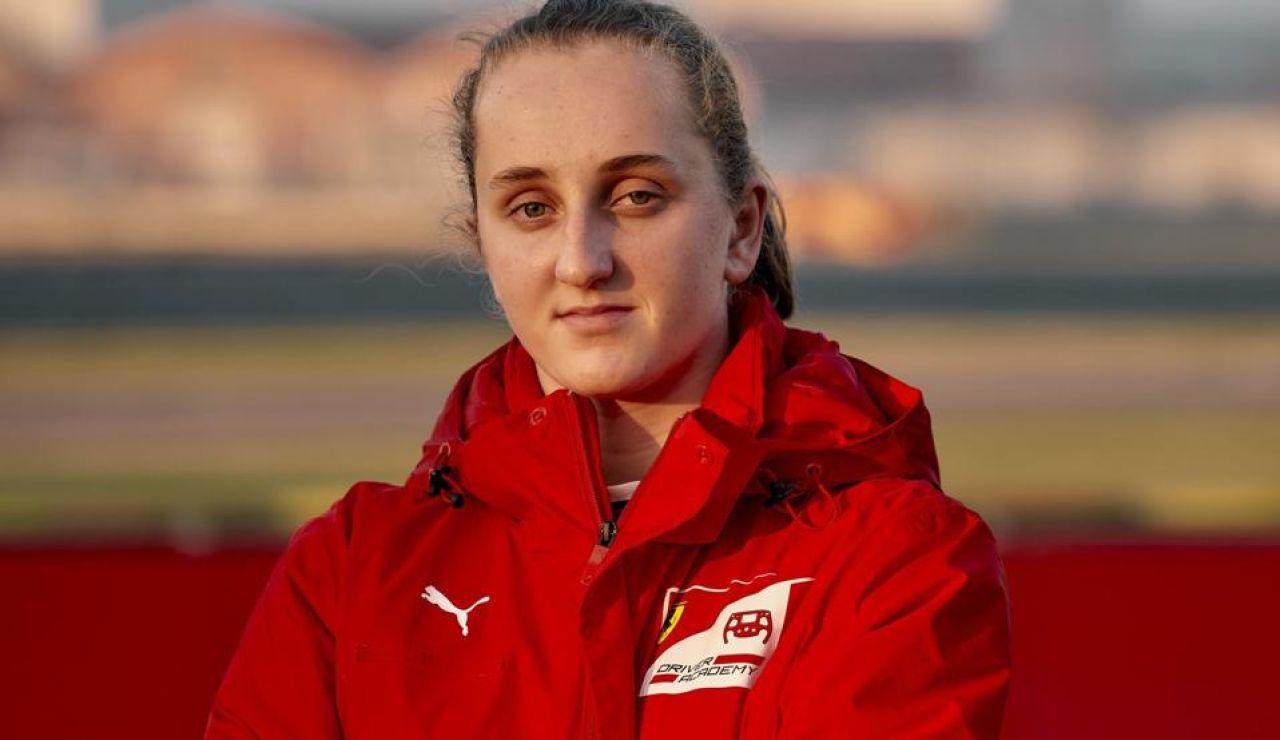 """Maya Weug, primera mujer en la Academia Ferrari al lograr la mayor puntuación de su historia: """"¡No olvidaré este día!"""""""