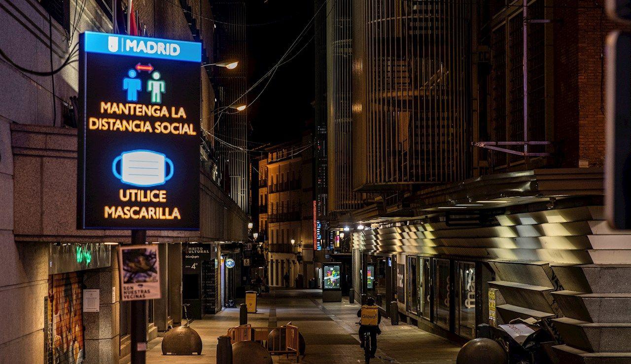 Imagen de una calle de Madrid en el arranque del toque de queda