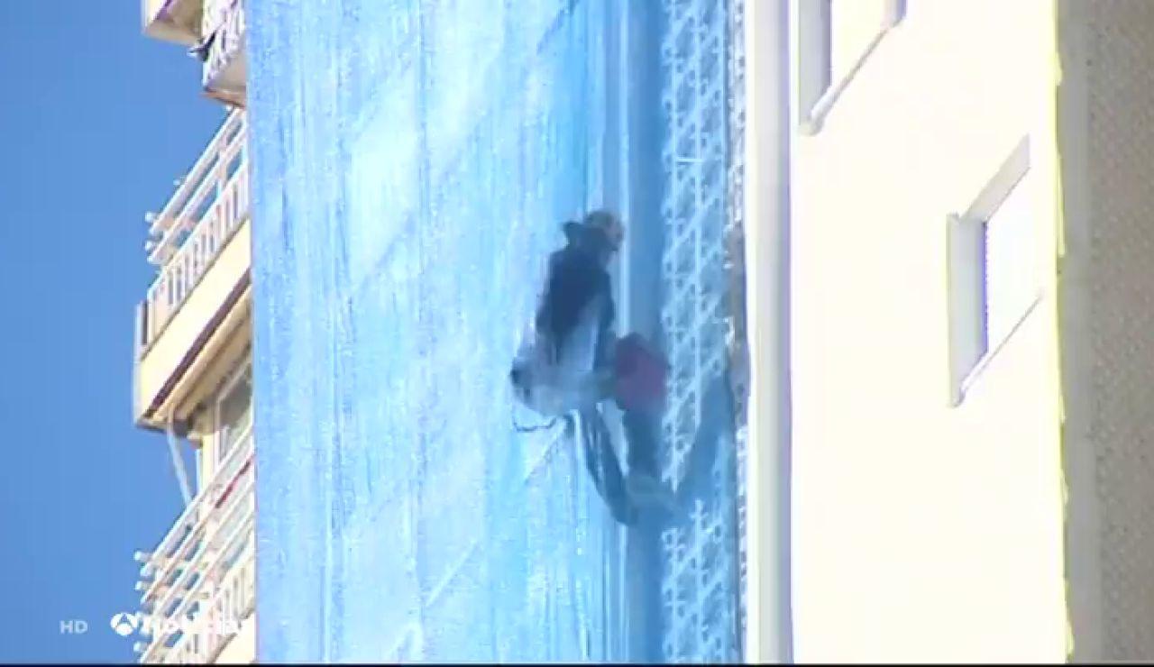 Detenida una mujer en Benidorm por presuntamente cortar la cuerda de un operario en la planta 13 de un edificio