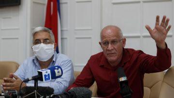 Los viceministros de Cultura de Cuba Fernando Rojas y Fernando León Jacomino
