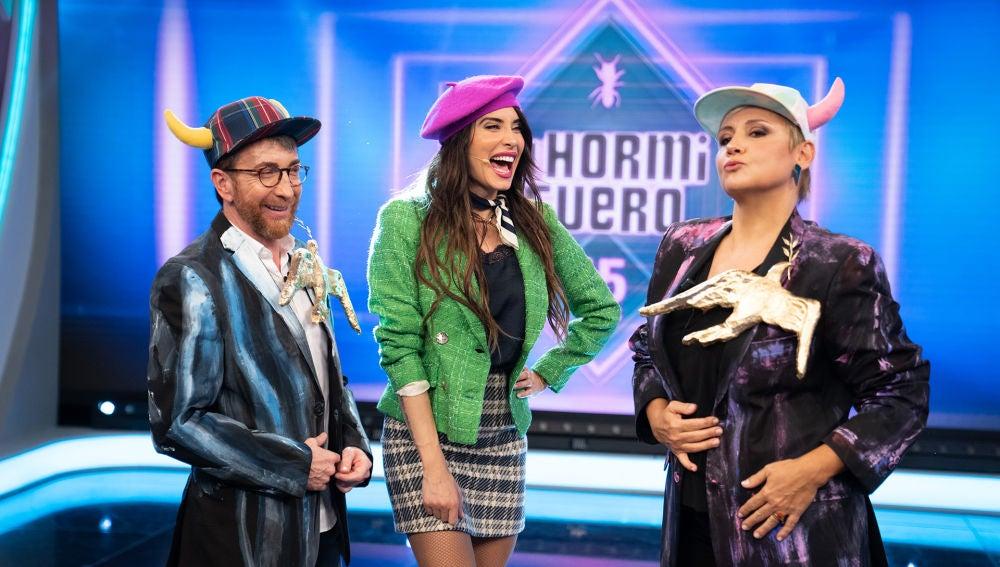 """Gloria Serra disfruta con Pilar Rubio: """"Vamos a investigar si la boina es un arma de destrucción masiva"""""""